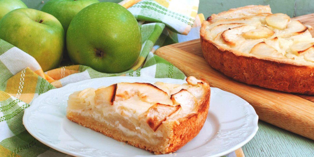 Пирог с яблоками со сметанной заливкой