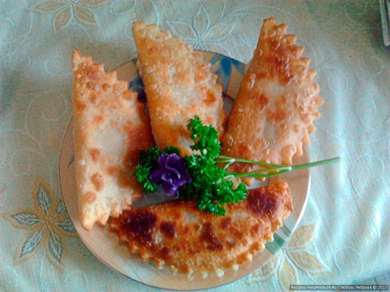 «Крымские» чебуреки из слоёного теста