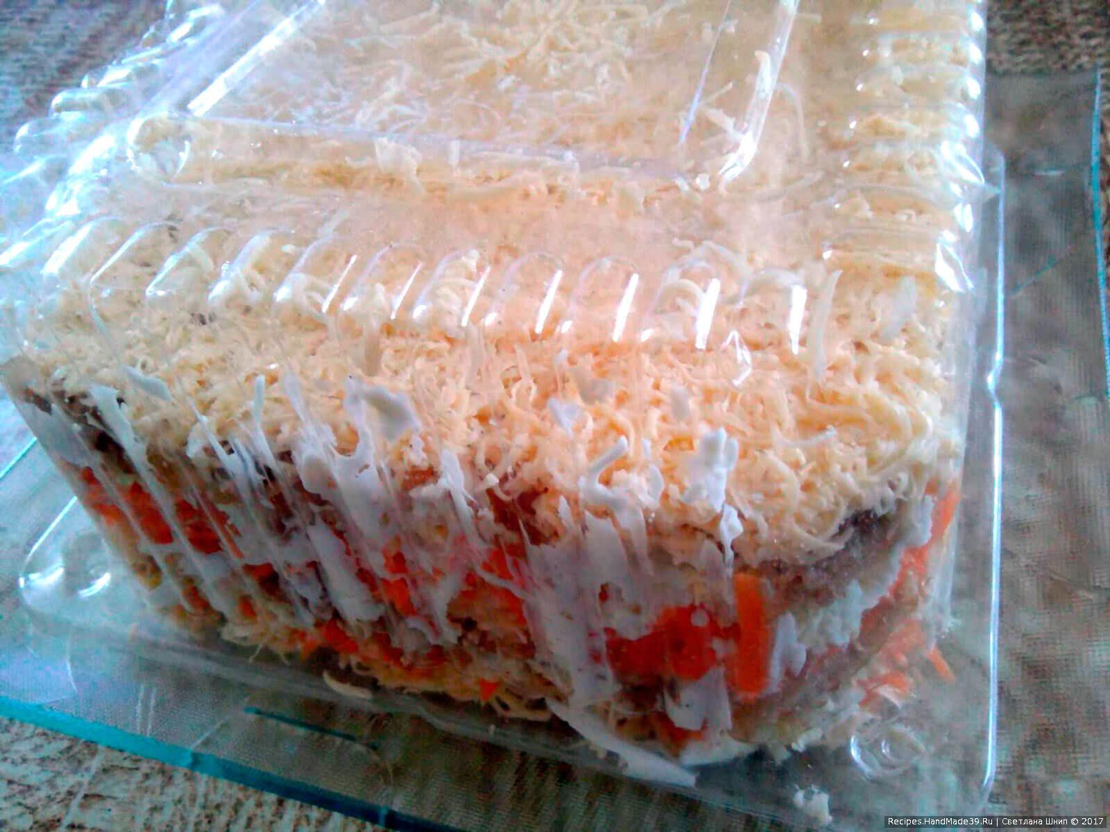«Оранж» наиболее выигрышно смотрится, если выкладывать его, используя специальную форму для салатов