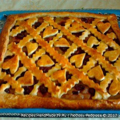 Пирог из дрожжевого теста с яблочно-вишнёвой начинкой – простой пошаговый рецепт для начинающих хозяек