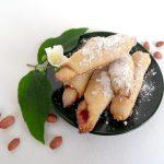 Печенье «Сахарные трубочки» из дрожжевого теста