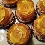 Песочное пирожное «Танец света» с лимонным желе и карамельным кремом