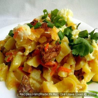 Картофельная запеканка с лисичками готова, приятного аппетита!