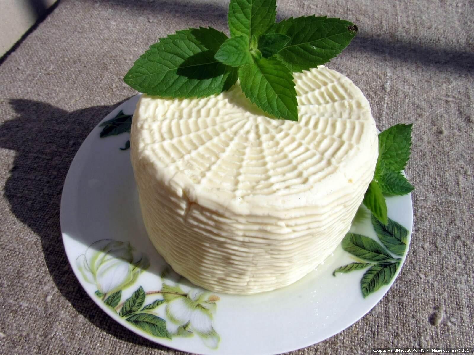 Хранить брынзу следует в холодильнике. Этот сыр очень хорош для чая, кофе и салатов, приятного аппетита!