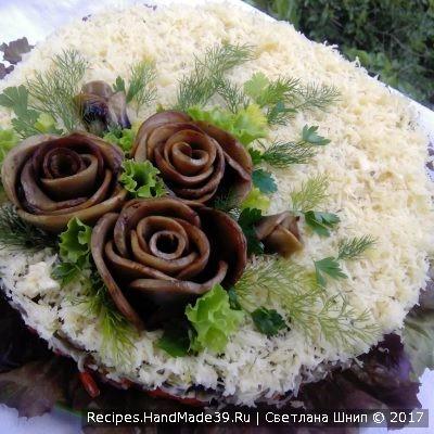 Можно сделать цветы из грибов