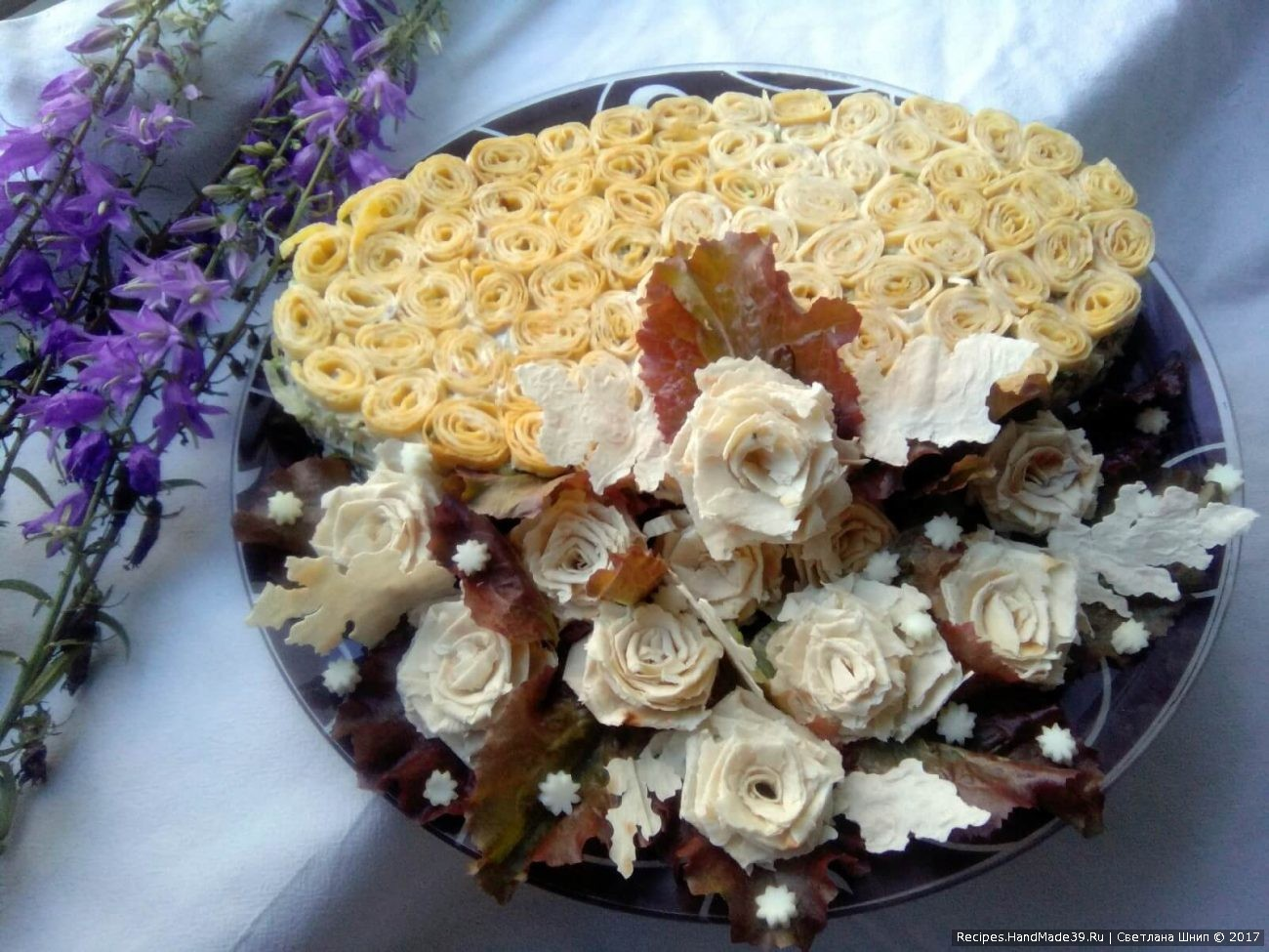 «Министерский» салат с яичными блинчиками, курицей и капустой