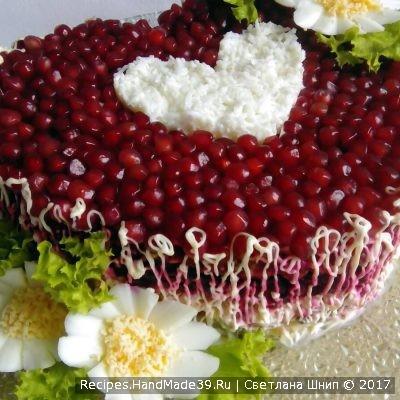 Салат «Гранатовое сердце» с грибами и курицей – пошаговый рецепт с фото
