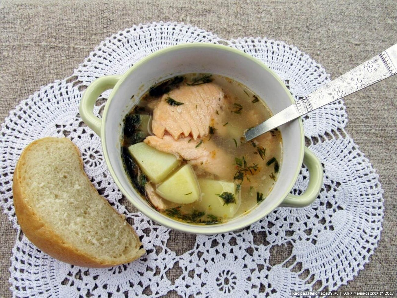 Суп с лососем и овощами