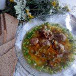 Суп с фрикадельками, сельдереем и грибами