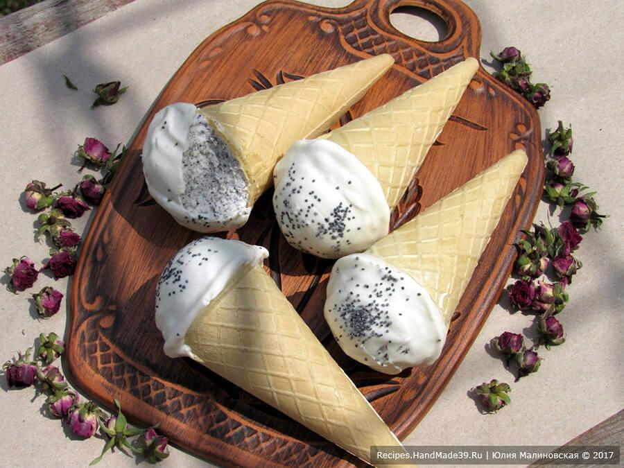 Вафельный конус (рожок) с творожно-маковой начинкой и шоколадом