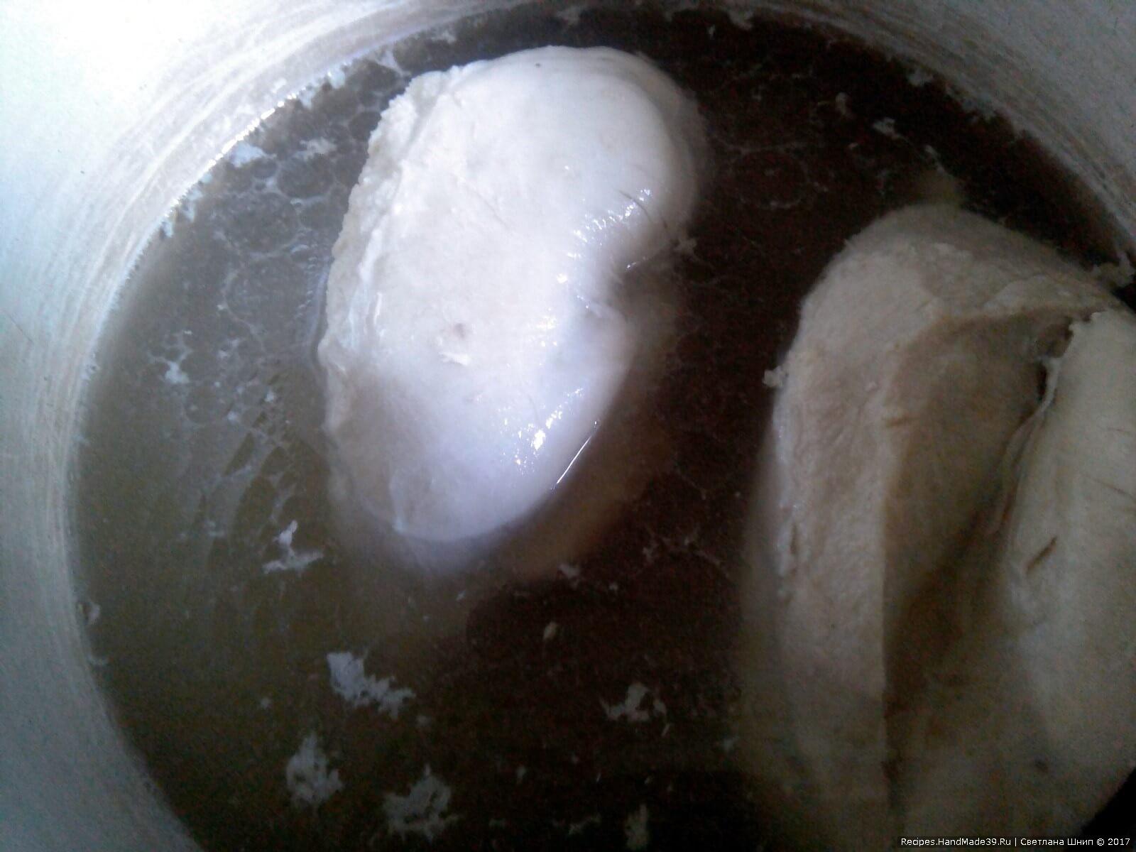Куриное филе отварить в подсоленной воде