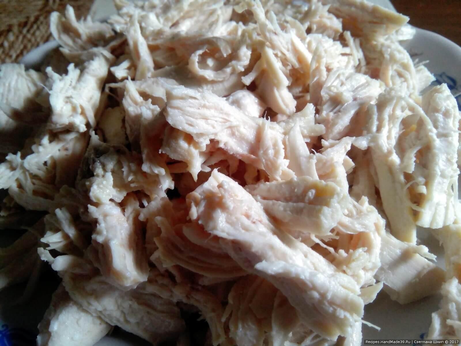 Разобрать филе на волокна кусочками