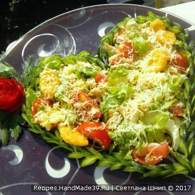 Как красиво подать салат «Цезарь» с курицей