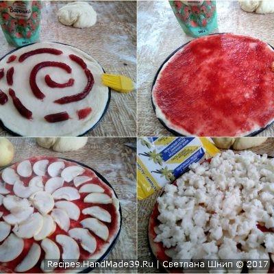 Приготовление начинки для сладкой фруктовой пиццы: тесто смазать любым джемом
