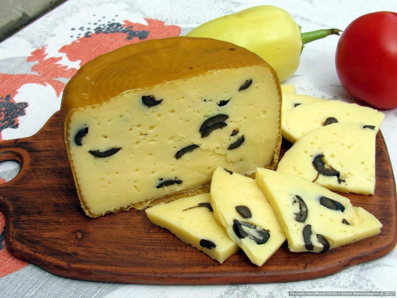 Домашний полумягкий сыр качотта с маслинами