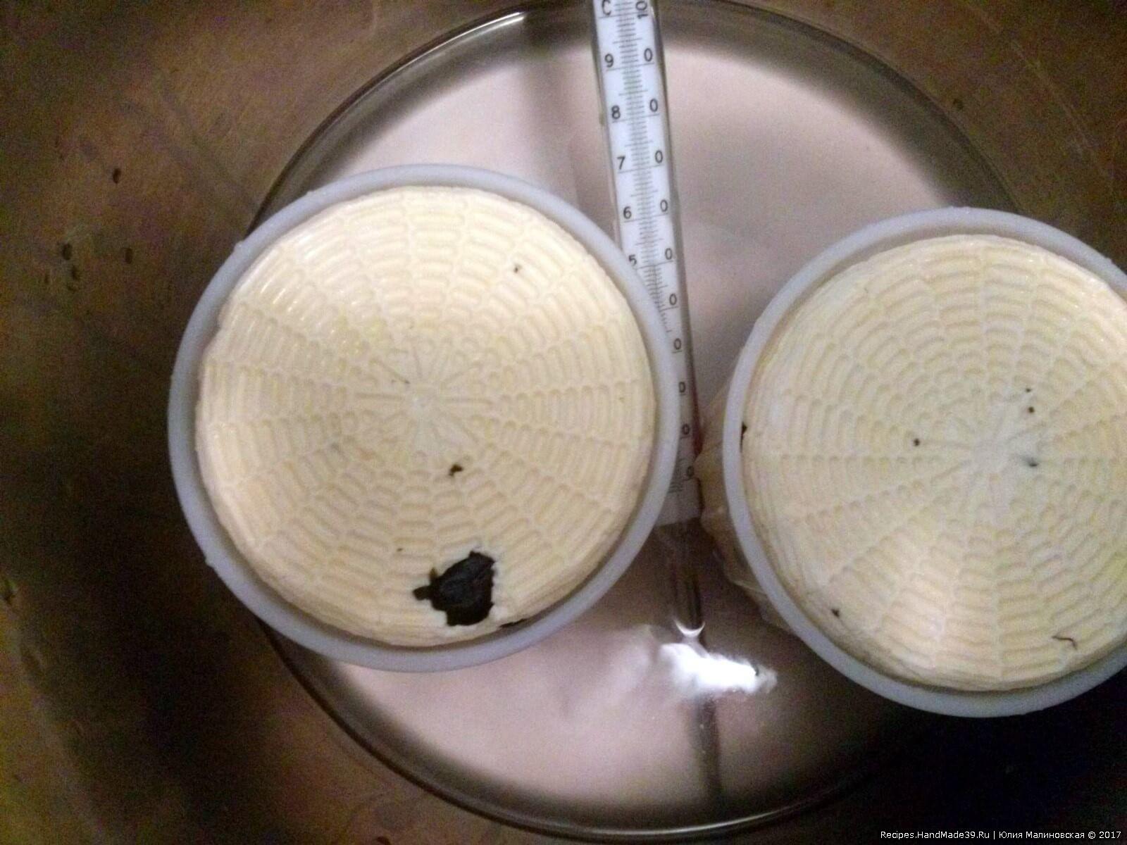 Через 30 минут переверните сыр