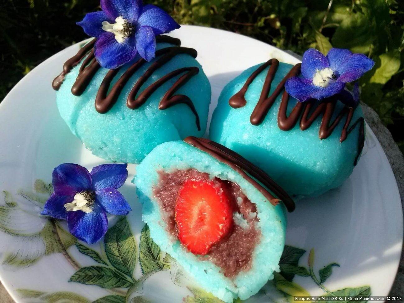 Моти – сладкий японский десерт из риса и клубники