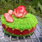 Торт «Клубничная страсть» с перцем чили и куркумой