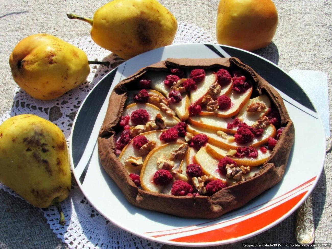 Шоколадно-творожная галета с грушей и орехами