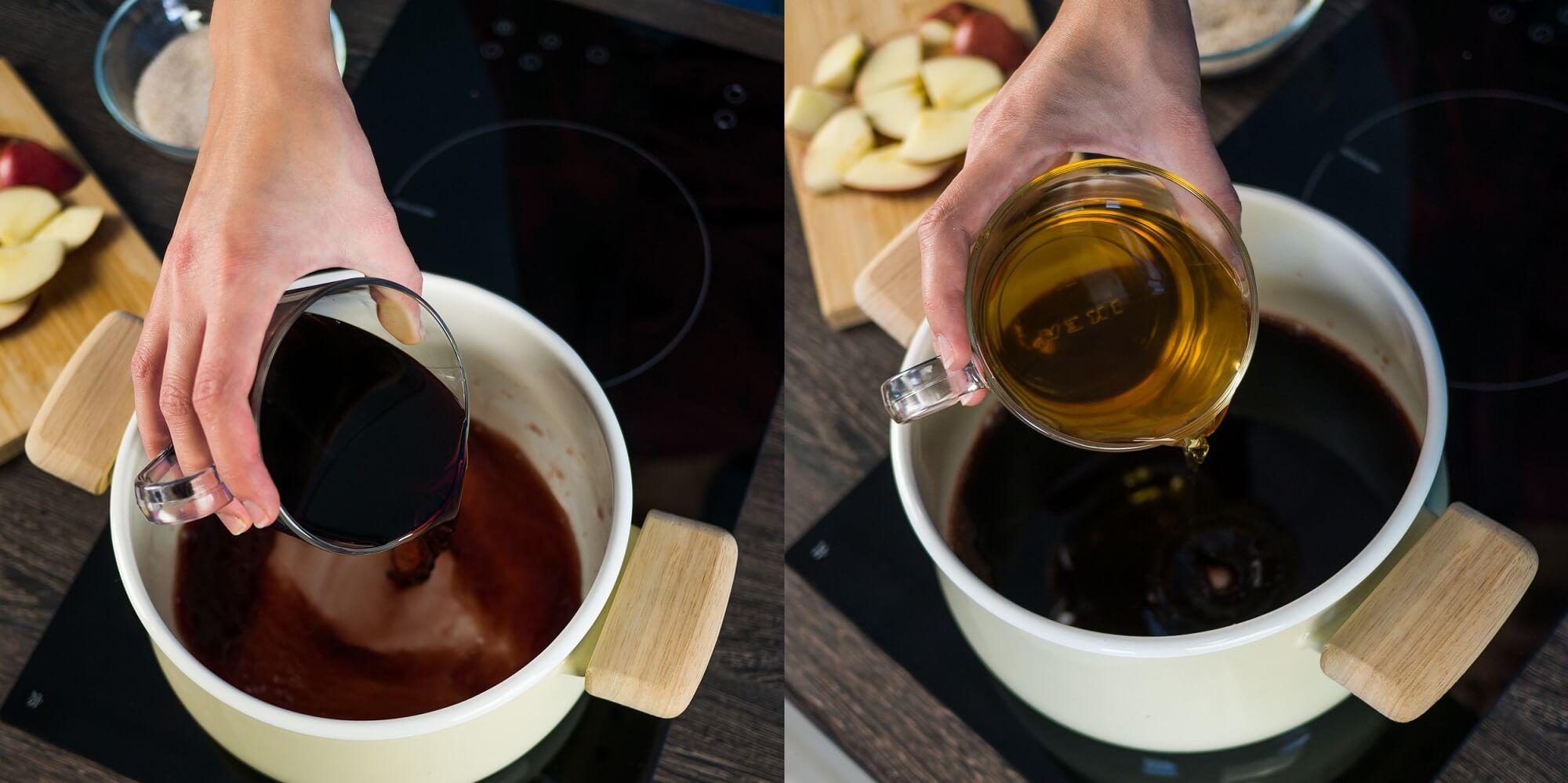 В кастрюлю налейте красное вино и яблочный сок