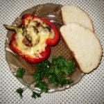 «Лодочки» из перца с курицей и грибами
