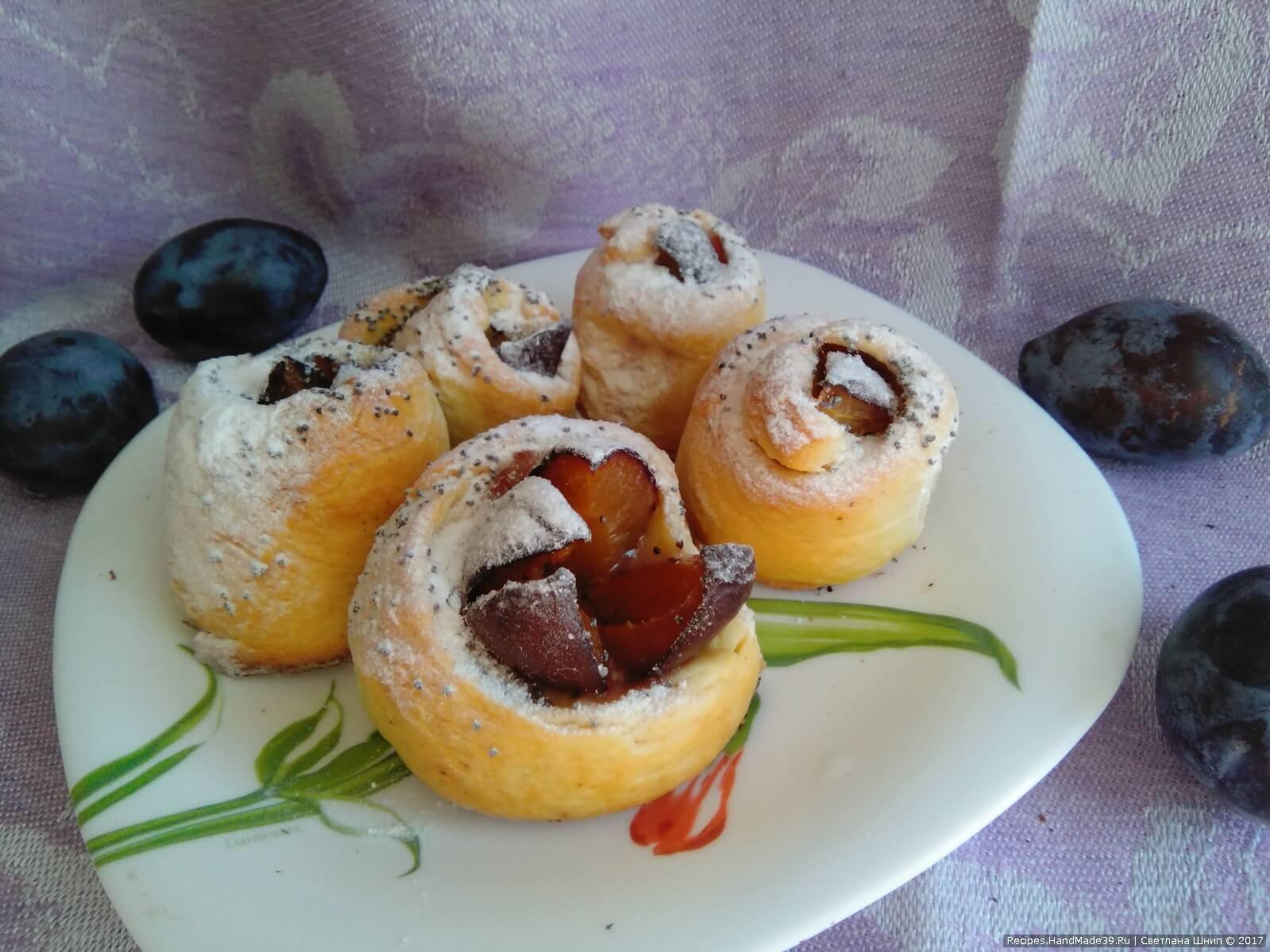 А это булочки-тюльпанчики из второй части теста. Приятного аппетита!