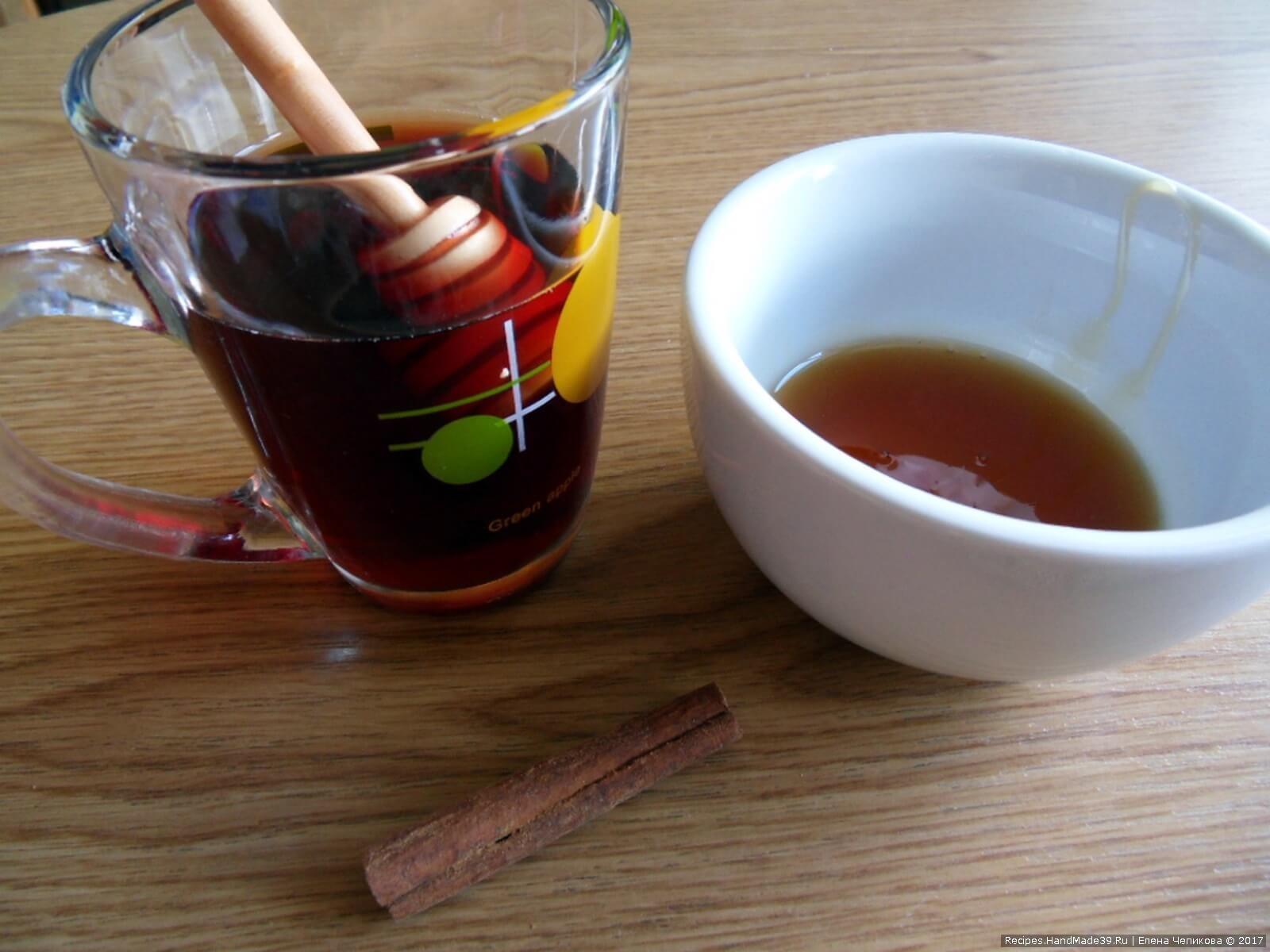 Сбитень алкогольный – фото шаг 4. Процедить. Подавать горячим в стеклянной или фарфоровой чашке