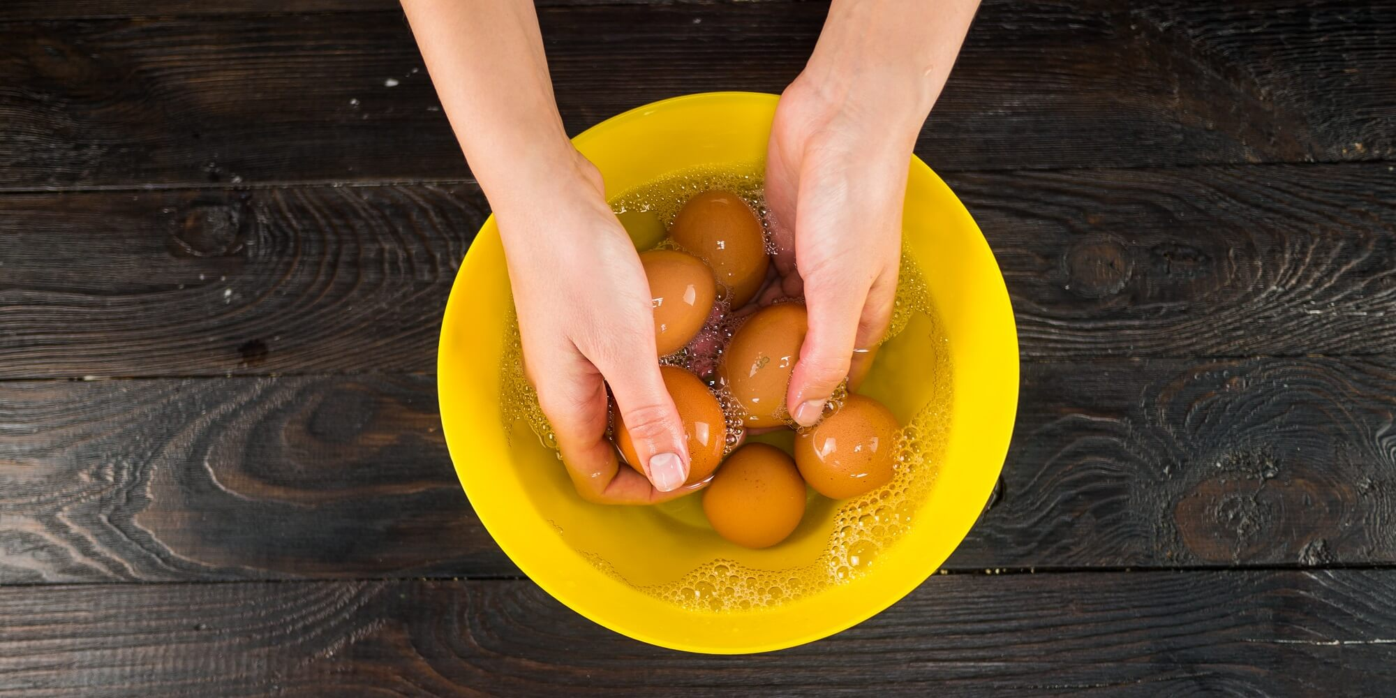 Помойте яйца