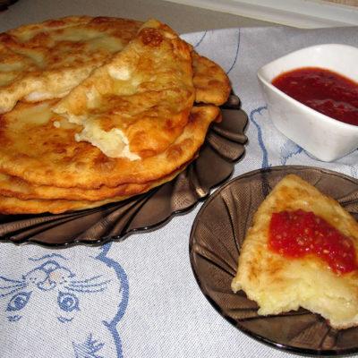 Вкусные чебуреки с картошкой и сыром – эконом-вариант