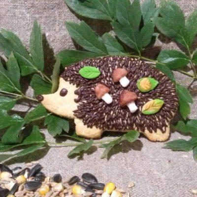 Фигурное песочное печенье для детей «Ёжики» готово, приятного аппетита!