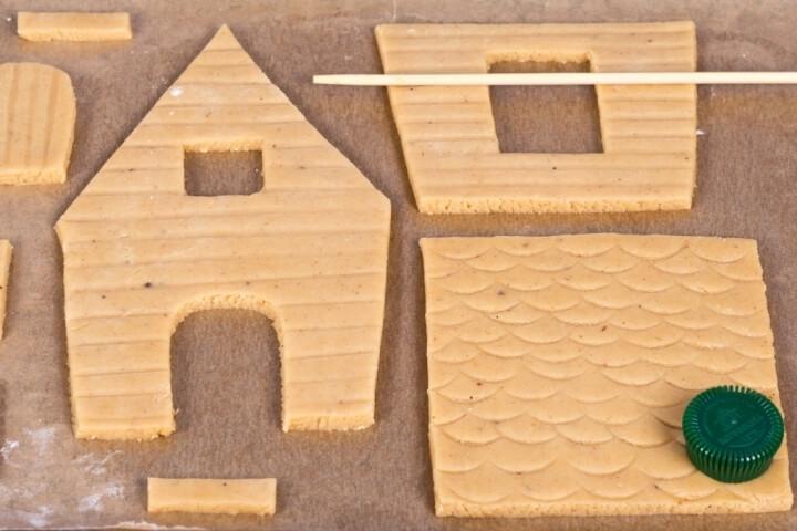 Вырезать из теста детали будущего домика
