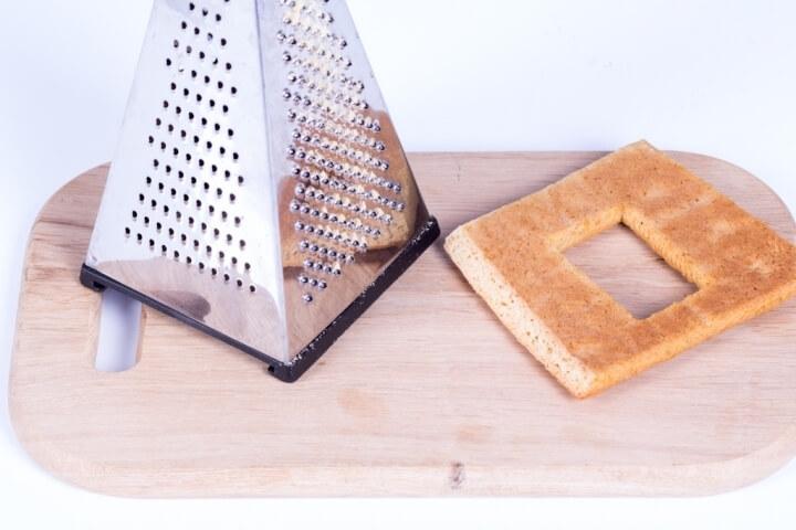 Для скрепления деталей стыки лучше «спилить» с помощью терки под 45 градусов