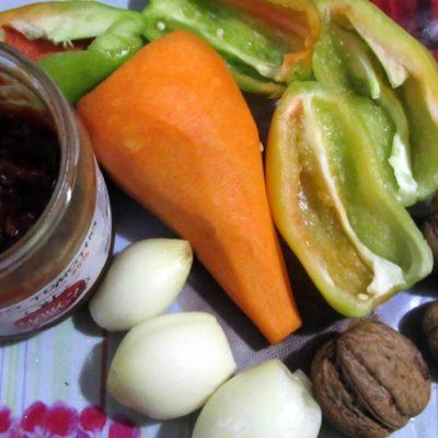 Овощи вымыть, почистить и порезать
