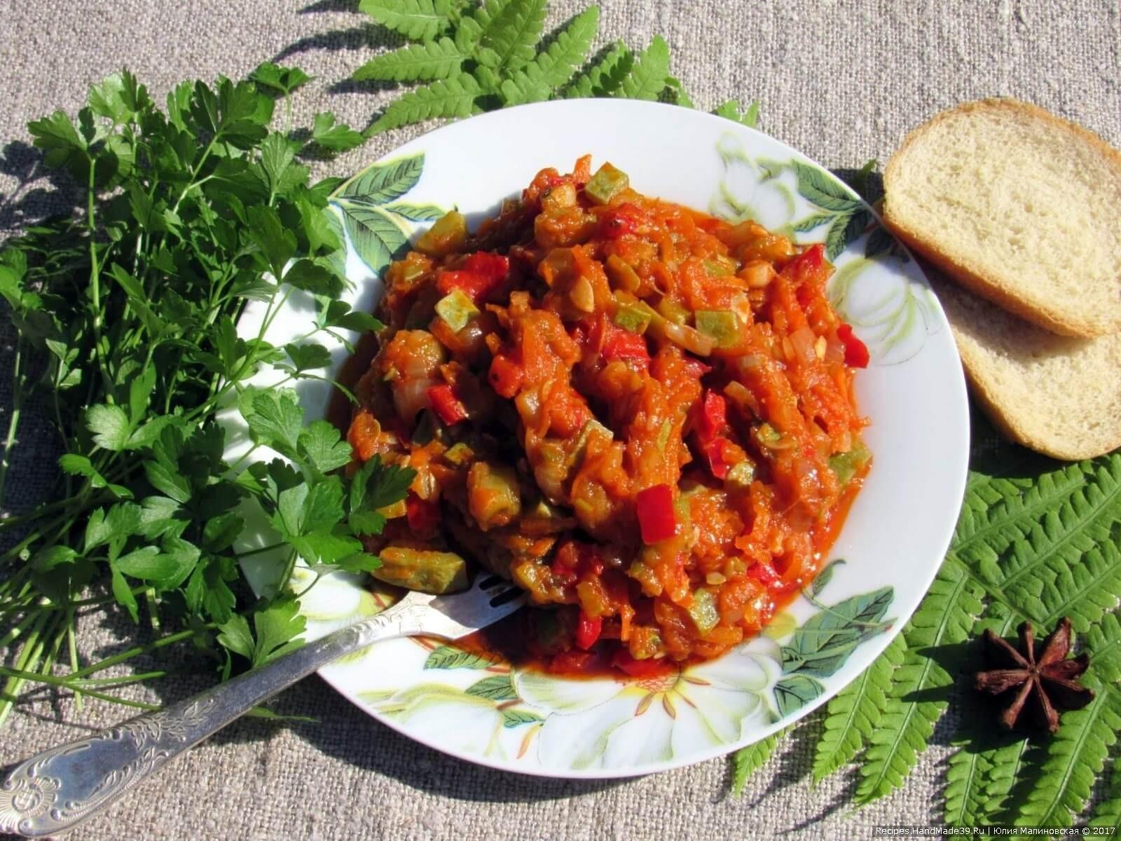 Добавить мелкопорезанную петрушку, и соте из кабачков готово: приятного аппетита!