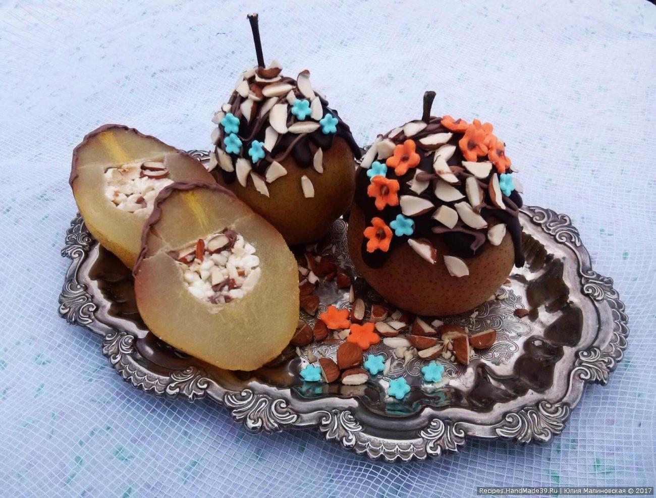 Фаршированная груша с творогом, миндалём и шоколадом