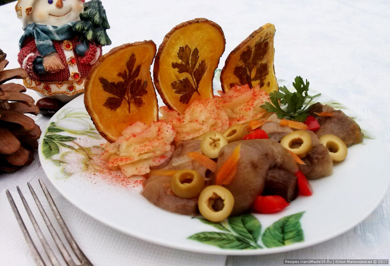 Домашние картофельные чипсы с зеленью, жаренные во фритюре