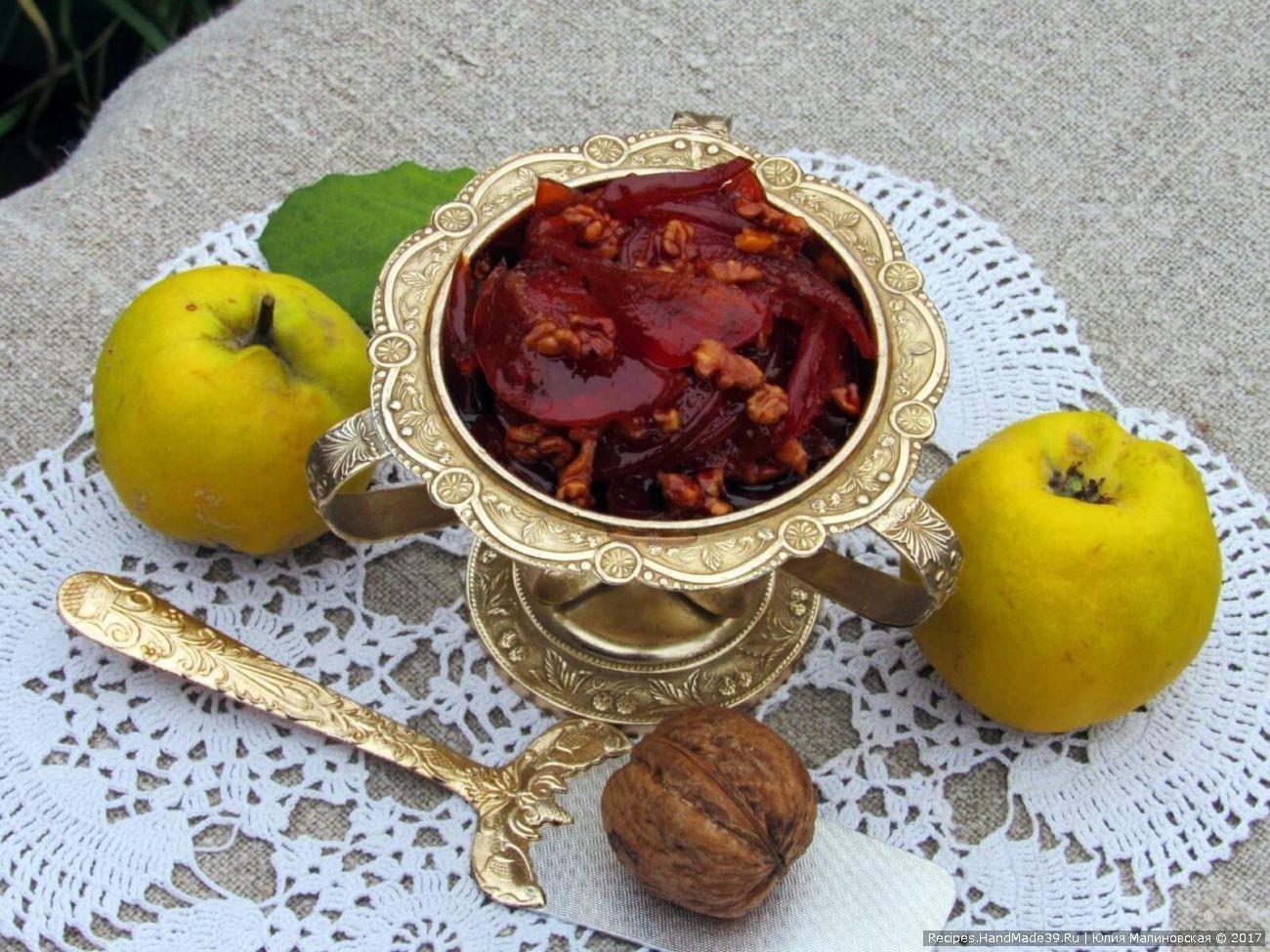 Янтарное варенье из айвы с орехами