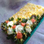 Закусочный торт с сельдью и грибами