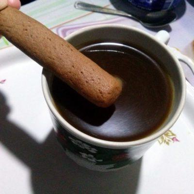 Печенье окунать в кофе