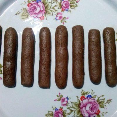 Полученные заготовки печенья выложить на блюдо