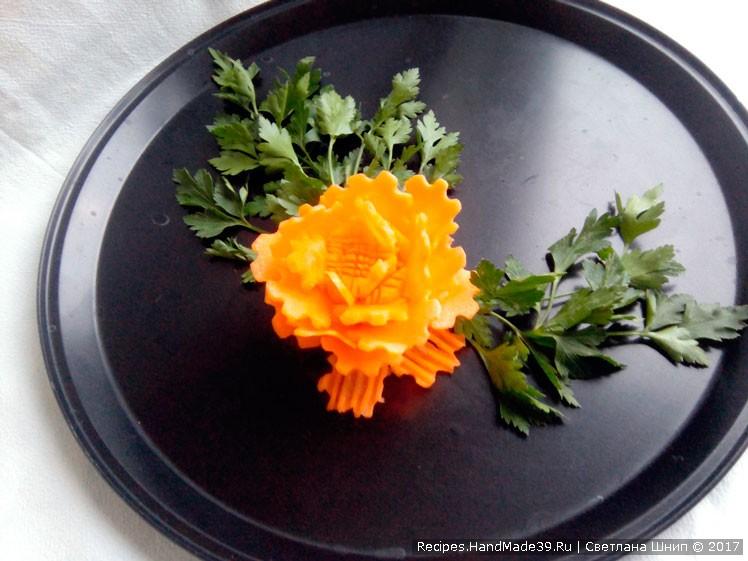 Цветок-фантазия из моркови