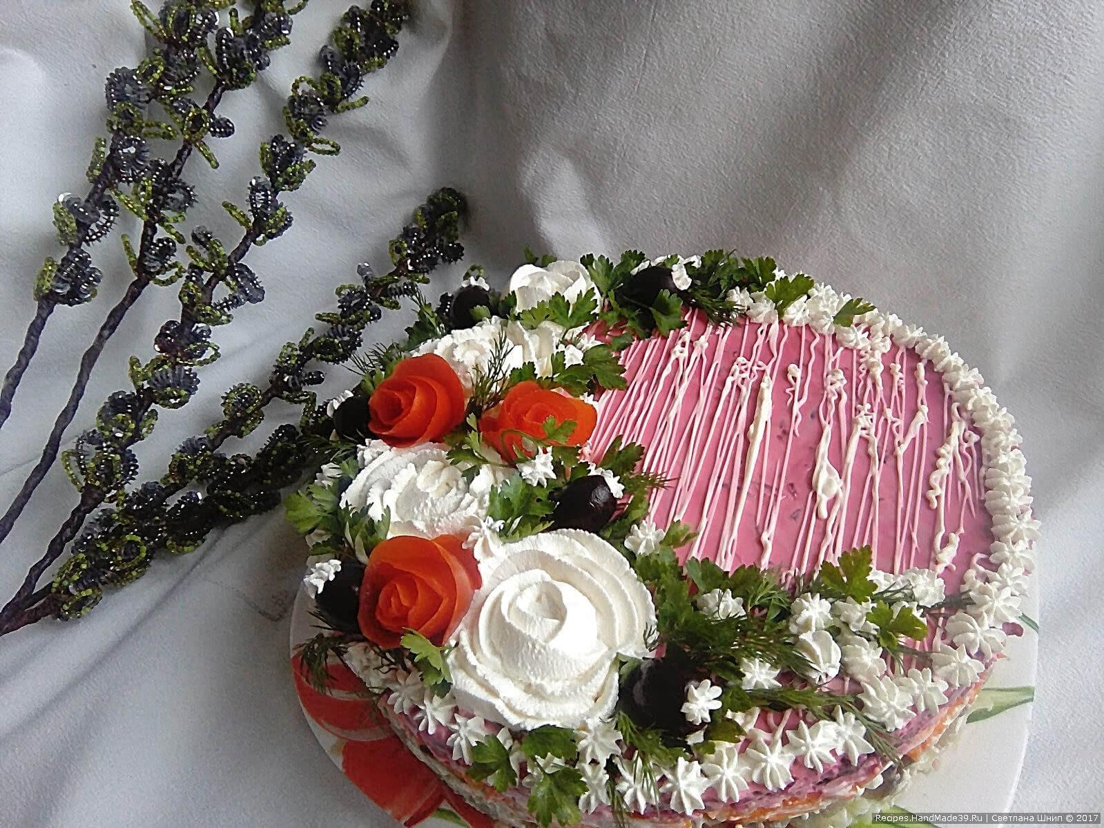 Традиционный салат «Сельдь под шубой» может выглядеть как настоящий торт