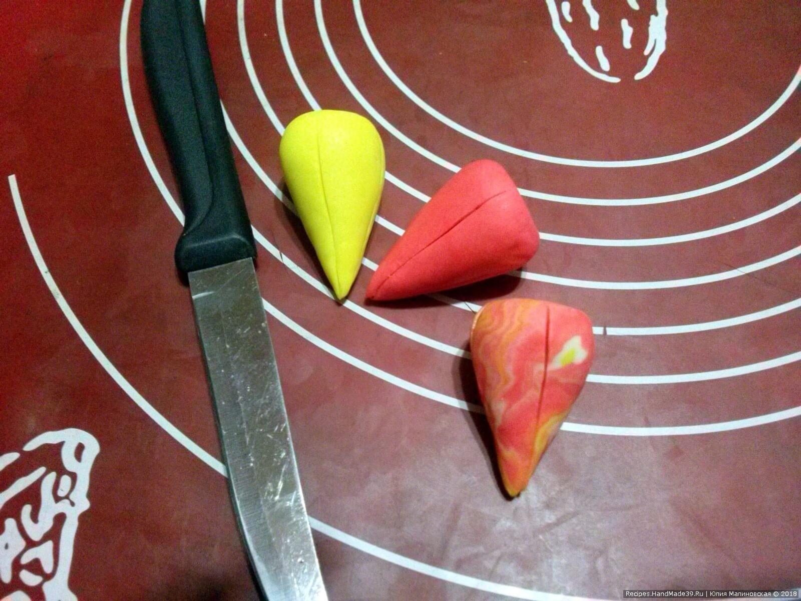 Ножом сделать надрезы для имитации лепестков