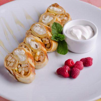 Блины с творогом и фруктами – пошаговый рецепт с фото. Как испечь вкусные блины с начинкой на Масленицу легко и просто. Русская кухня.