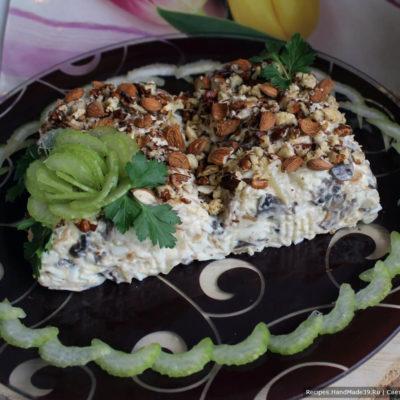 Салат с грибами и сыром «Ананасовая страсть»
