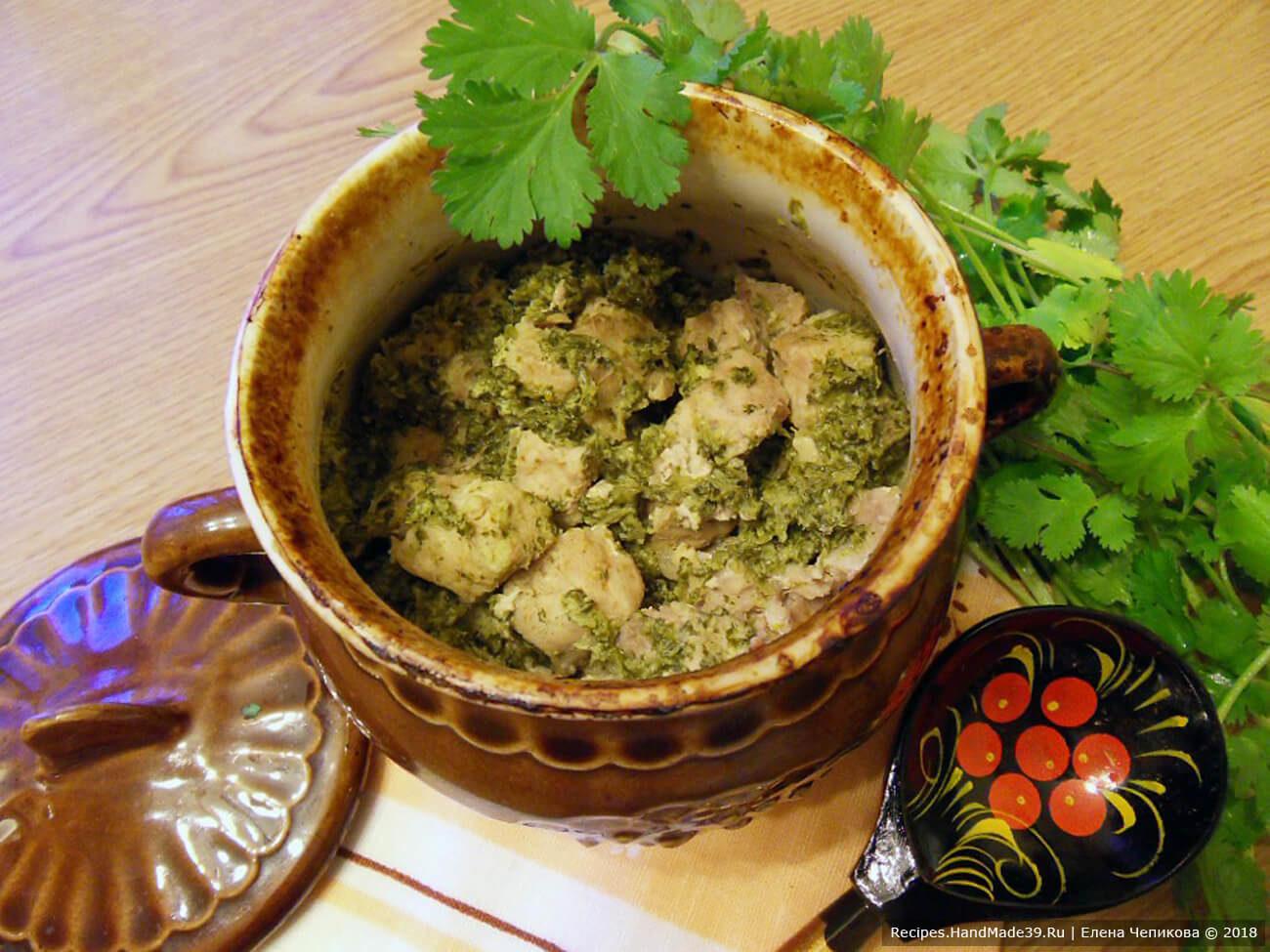 Свинина, тушённая в зелёном йогуртовом соусе