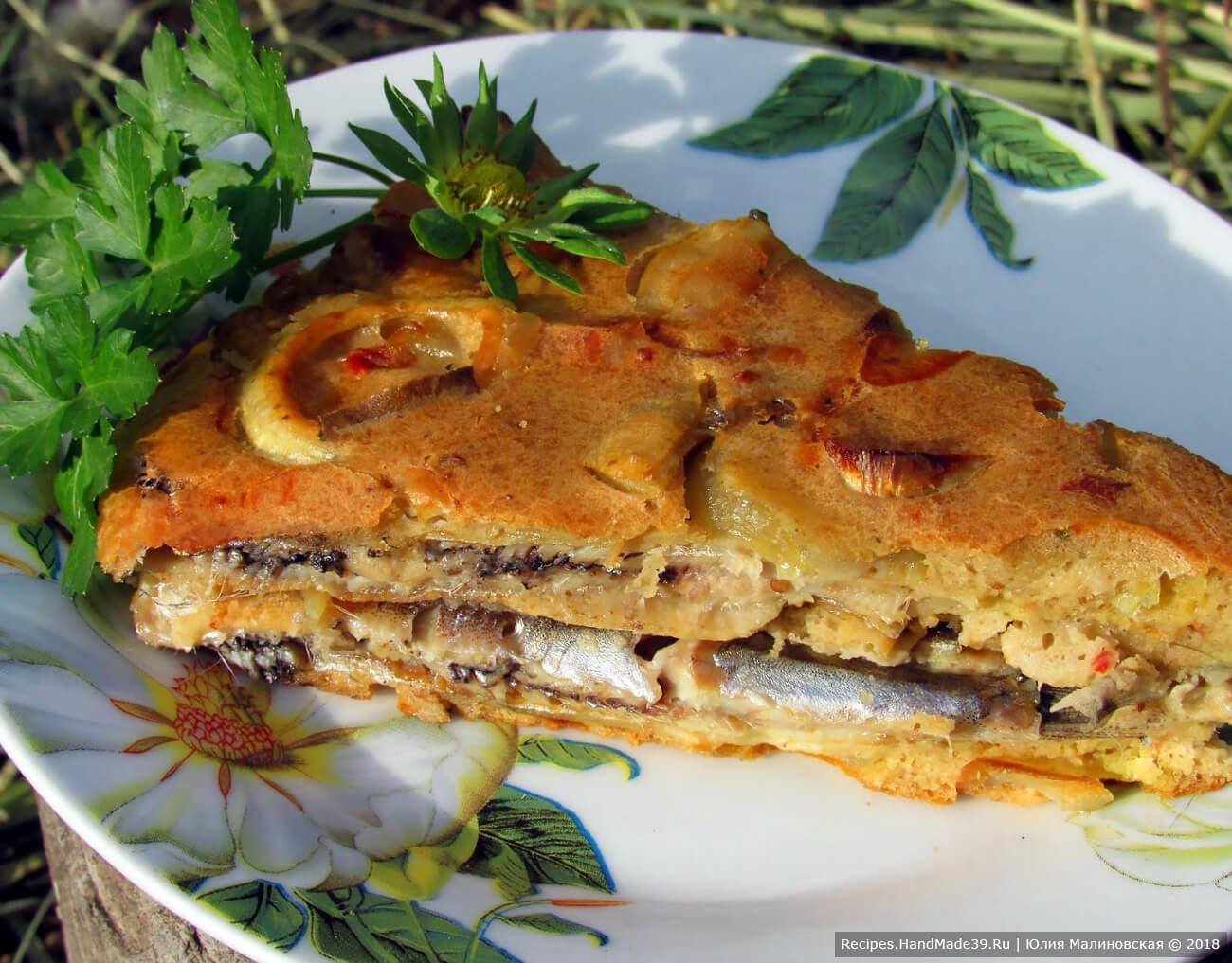 Рыбный пирог с маринованной мойвой