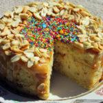 Арахисовый пирог-сырник с карамелью и печеньем