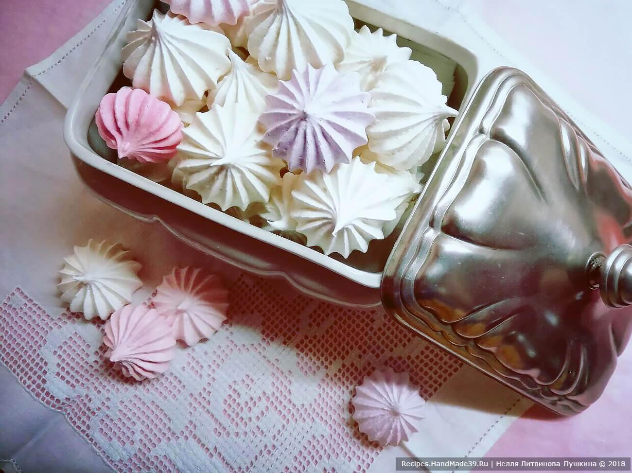 Французское безе – фото шаг 4. Хранить безе в закрытой посуде без холодильника. Подаём безе к чаю или кофе. Также безешки можно использовать для оформления тортов и пирожных