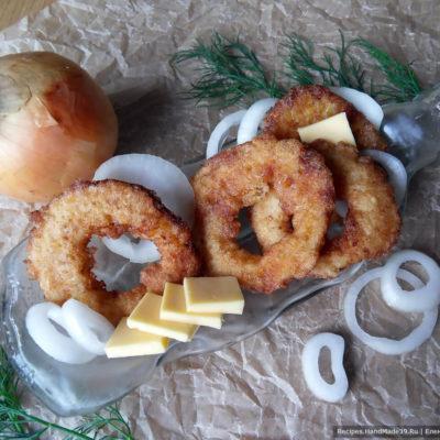 Рецепт жареных луковых колец с сыром
